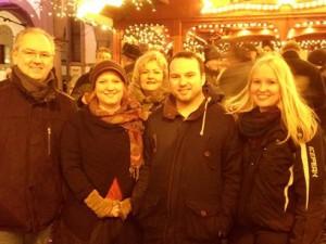 Spendenübergabe auf dem Paderborner Weihnachtsmarkt